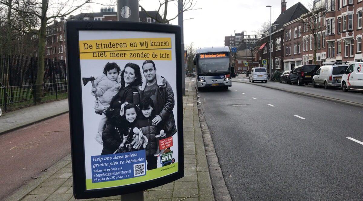 Humans of SNV hangen nu door heel Rotterdam op de driehoeksborden.